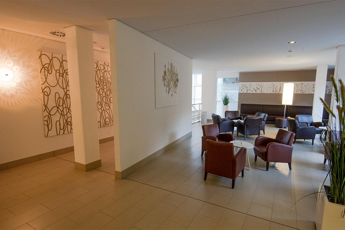 Ruhe-Lounge im Saunabereich der Paracelsus-Therme in der Nähe von Stuttgart, Ludwigsburg, Pforzheim & Böblingen