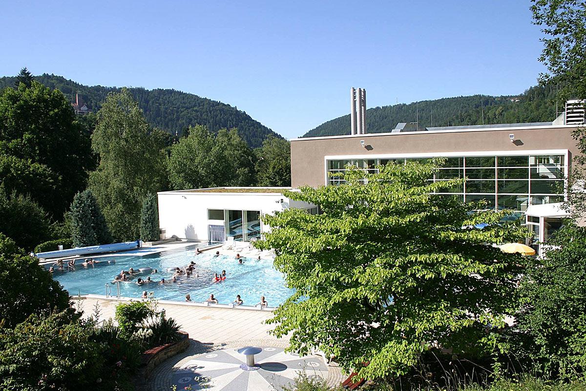 Außenbereich der Paracelsus-Therme in der Nähe von Stuttgart, Ludwigsburg, Pforzheim & Böblingen